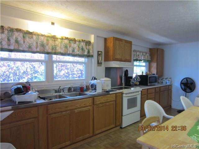 12-large-airy-kitchen