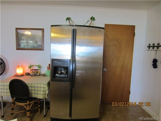 13-large-refrigerator-next-to-entrance