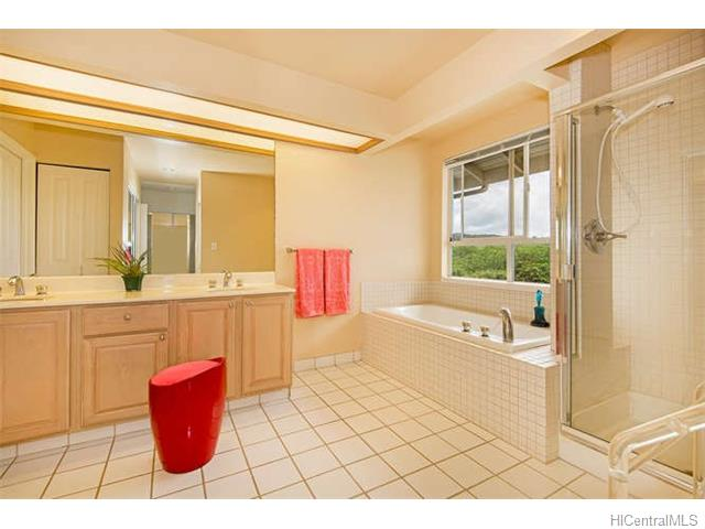 7-master-bathroom