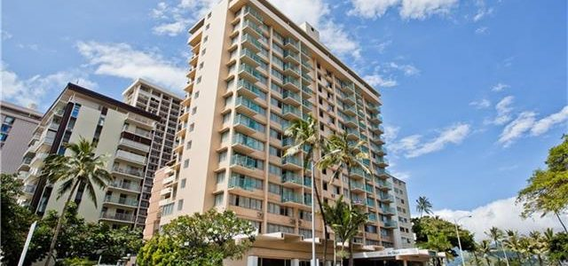 Aloha Surf Hotel – 444 Kanekapolei St #1104, Honolulu 96815